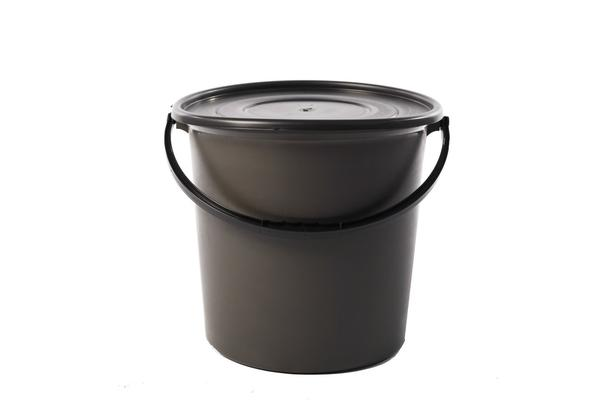 25l back bucket with lid.